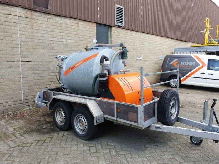 ROM VAC 1200 vacuüm Pick-Up unit on trailer (nr. 714)